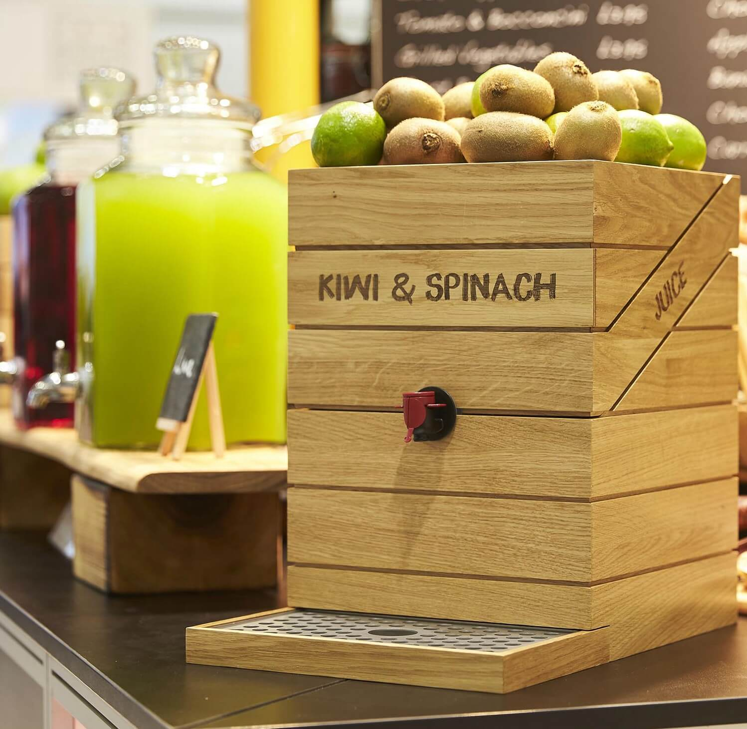Juice Cube with Kiwi and Spinach Smoothie